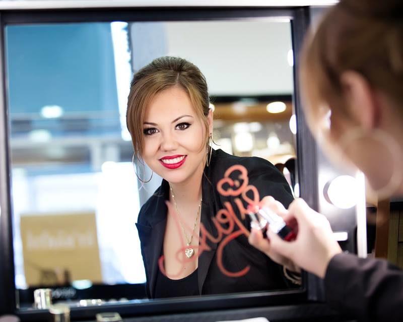Angie Winkelbauer bekannt als Make up Artist Angie