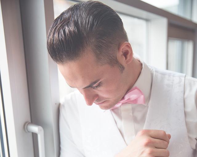 Braeutigam Markus Winkelbauer geschminkt von Make up Artist Angie